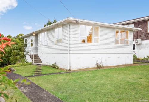 West Harbour, NEWLY REFURBISHED SUNNY HOME, Property ID: 24002338 | Barfoot & Thompson