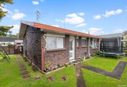 Papakura, The Jewel of Trentham!, Property ID: 810865 | Barfoot & Thompson