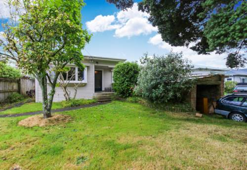 Mt Eden, Tidy, spacious bungalow on good sized section., Property ID: 25000603 | Barfoot & Thompson