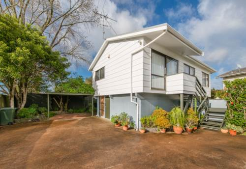 Mt Albert, Modern, warm, timber lined town house., Property ID: 25000667 | Barfoot & Thompson