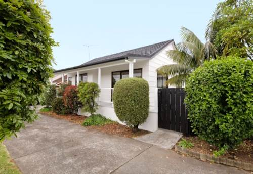 Panmure, Modern, immaculately renovated townhouse, as new., Property ID: 25000743 | Barfoot & Thompson