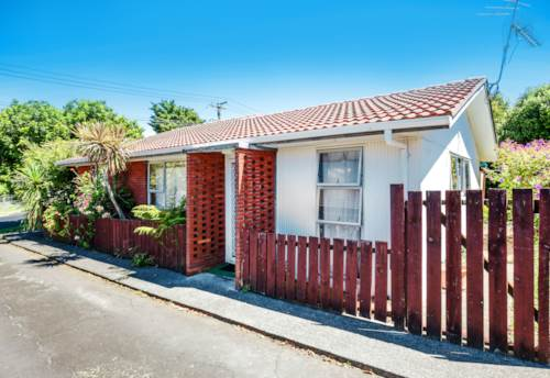 Onehunga, Two double bedroom unit, lovely outdoor area., Property ID: 25000759 | Barfoot & Thompson