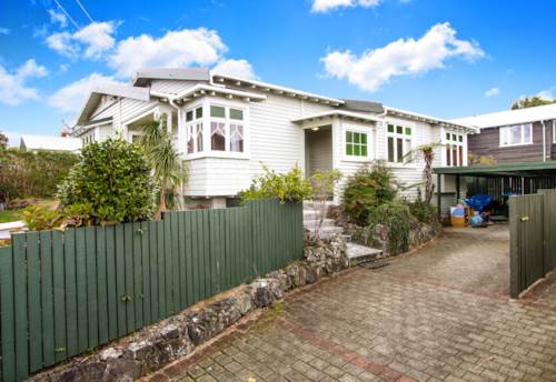 Mt Eden, Three bedroom family home with  north facing outdoor area., Property ID: 25000789 | Barfoot & Thompson