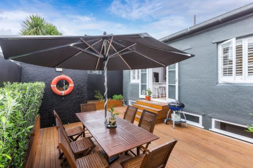 Mt Eden, Spacious, sunny living., Property ID: 25000933 | Barfoot & Thompson