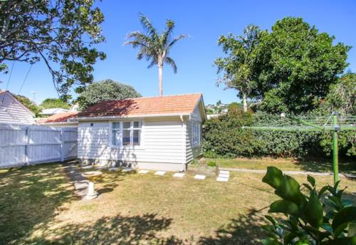 Mt Eden, Power & water included in the rent, Property ID: 25000952 | Barfoot & Thompson