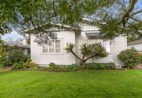 Royal Oak, Family bungalow in Royal Oak, Property ID: 25000962 | Barfoot & Thompson