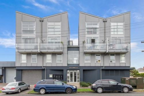 Mt Eden, Full furnished city fringe appartment, Property ID: 25002020 | Barfoot & Thompson