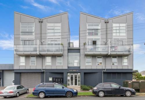 Mt Eden, Furnished city fringe appartment, Property ID: 25002020 | Barfoot & Thompson