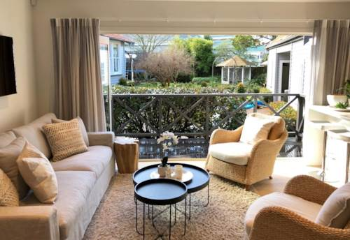 Mt Eden, Executive Fully furnished garden home, Property ID: 25002045 | Barfoot & Thompson