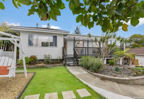 Glen Eden, This Tidy Kiwi Classic Home Is Waiting For You!, Property ID: 809031 | Barfoot & Thompson