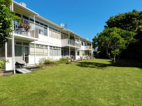 Epsom, Refurbished , park like setting in central Epsom, Property ID: 25002082 | Barfoot & Thompson