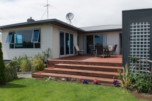 Mangere Bridge, Fabulous Family Home - Don't Miss Out!, Property ID: 26001251 | Barfoot & Thompson