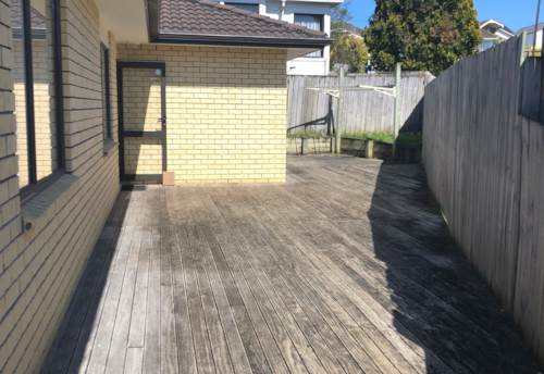 Mt Roskill, Modern Single-Level Brick & Tile, Property ID: 26001282 | Barfoot & Thompson
