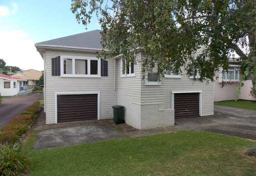 Mt Roskill, Lovely Home! Recently Renovated!, Property ID: 26001336 | Barfoot & Thompson