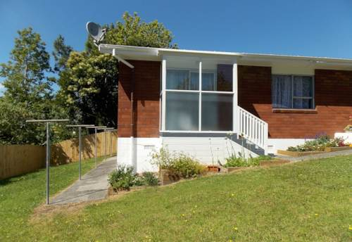 New Lynn, Newly renovated, lawns included , Property ID: 26001340 | Barfoot & Thompson