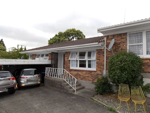 Mt Roskill, Brick and Tile end unit, Property ID: 26001347 | Barfoot & Thompson