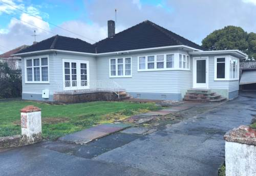 Mt Roskill, Newly Renovated, Great Location!, Property ID: 26001549 | Barfoot & Thompson