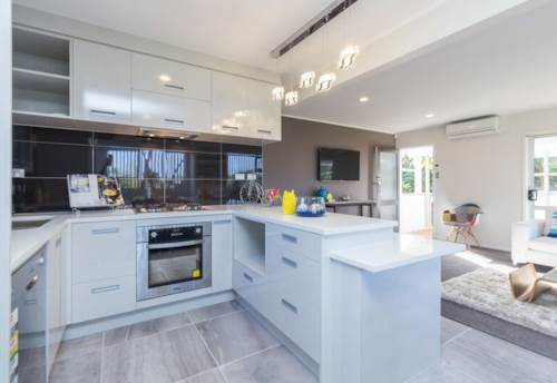 Te Atatu South, Stunning in Te Atatu South, Property ID: 27000996 | Barfoot & Thompson