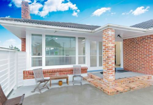 New Lynn, Bright, Breezy & Modern!, Property ID: 27001176 | Barfoot & Thompson