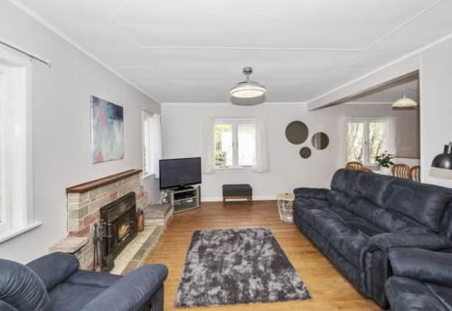 New Lynn, Convenience & Space, Property ID: 27001285 | Barfoot & Thompson