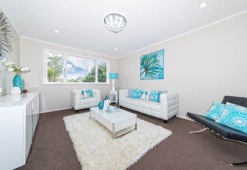 New Lynn, Walk To Arahoe Primary, Property ID: 27001310 | Barfoot & Thompson
