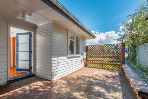 New Lynn, Cute Family Home!, Property ID: 27001378 | Barfoot & Thompson