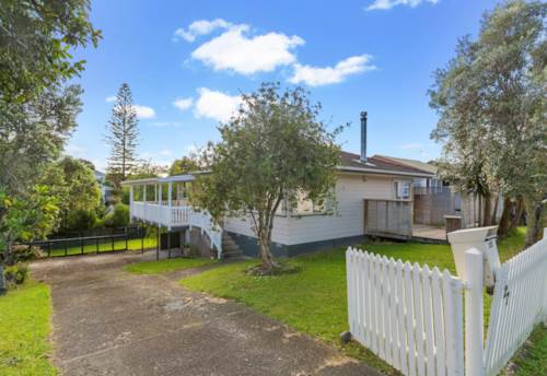 Titirangi, Savings opportunity for a 6 months fixed term tenancy!! , Property ID: 27001405 | Barfoot & Thompson