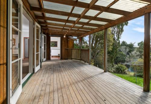 Henderson, Gorgeous Cottage with a rural outlook, Property ID: 27001428 | Barfoot & Thompson