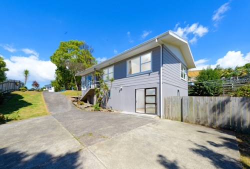 Henderson, Warm & Cosy Family Home, Property ID: 27005562 | Barfoot & Thompson