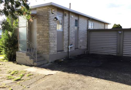 Mt Roskill, Spacious & Private, Property ID: 27005592 | Barfoot & Thompson