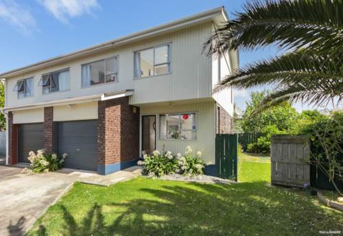 New Lynn, Quality and convenience , Property ID: 27006642   Barfoot & Thompson