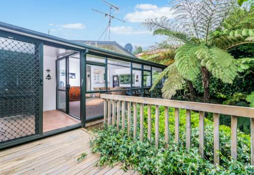 Glenfield, 3A Merton Ave 2 bedroom stylish Westlake Zone , Property ID: 28000384 | Barfoot & Thompson