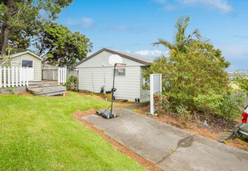Unsworth Heights, Three bedroom home with views, Property ID: 28000476 | Barfoot & Thompson