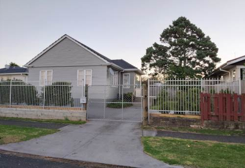 Pukekohe, TIDY FAMILY HOME, Property ID: 46002650 | Barfoot & Thompson