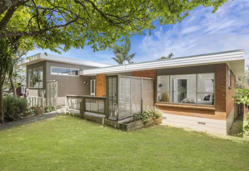 Northcote, Well located family home with granny flat, Property ID: 28000593   Barfoot & Thompson
