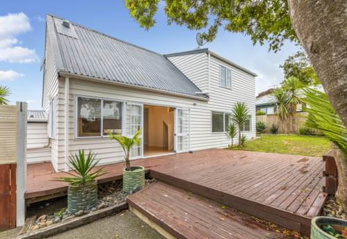Sunnynook, Immaculate, Peaceful & Plenty of Space , Property ID: 11002269 | Barfoot & Thompson