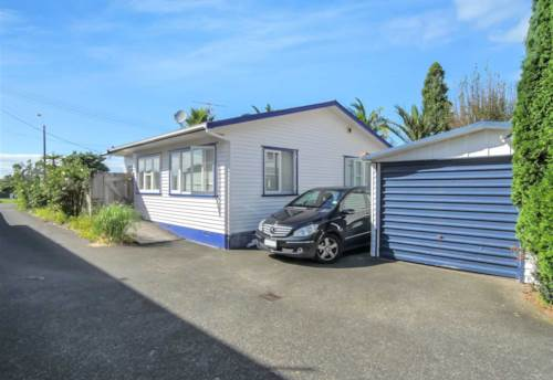 Browns Bay, Rangitoto School Zone No viewing until 22 of May, Property ID: 28000677 | Barfoot & Thompson
