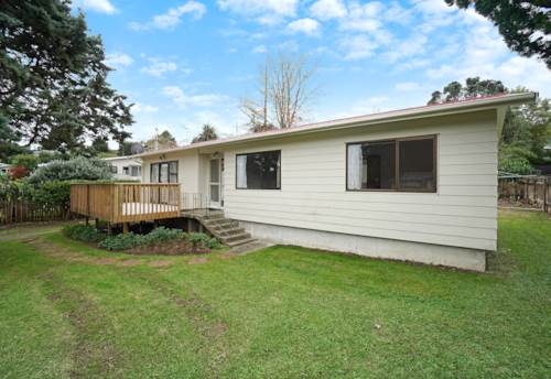 Glenfield, Three bedroom house with a heat pump, Property ID: 28000685 | Barfoot & Thompson
