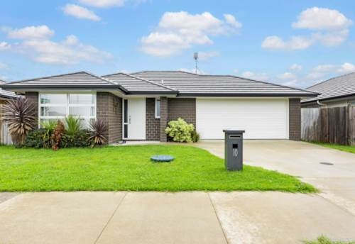 Pukekohe, WHAT EVERY FAMILY WANTS!, Property ID: 811016 | Barfoot & Thompson