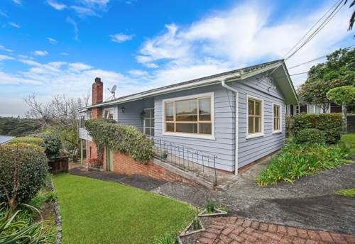 Northcote, 4 bedrooms plus study on Lake Road, Property ID: 28000733 | Barfoot & Thompson
