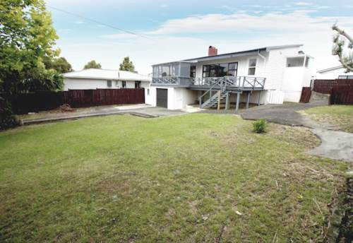 Wattle Downs, Classic Weatherboard on 693m² Freehold Land!, Property ID: 810614 | Barfoot & Thompson