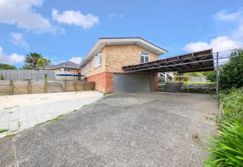 Te Atatu South, Brick Family Home on 873sqm!, Property ID: 810851 | Barfoot & Thompson