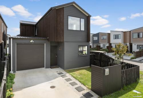 Papakura, GREAT LOCATION ON A CORNER SITE!, Property ID: 811063 | Barfoot & Thompson