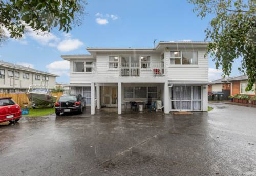 Otahuhu, Two Titles and Two Incomes, 830m² T.H.A.B zone, Property ID: 810954 | Barfoot & Thompson