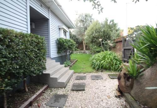 Onehunga, MODERN AND SPACIOUS!!, Property ID: 29002259   Barfoot & Thompson
