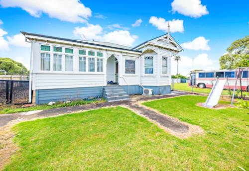 Mangere, SPACIOUS FAMILY HOME!!, Property ID: 29002268 | Barfoot & Thompson