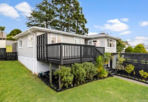 Blockhouse Bay, CLASSIC 60'S BUNGALOW - SUBURBAN ZONE 607m2, Property ID: 810653 | Barfoot & Thompson