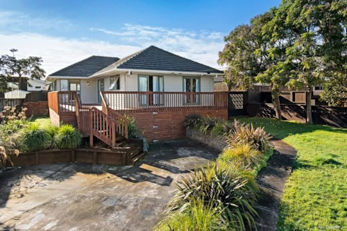 Pakuranga, A HIDDEN GEM, Property ID: 29002289 | Barfoot & Thompson