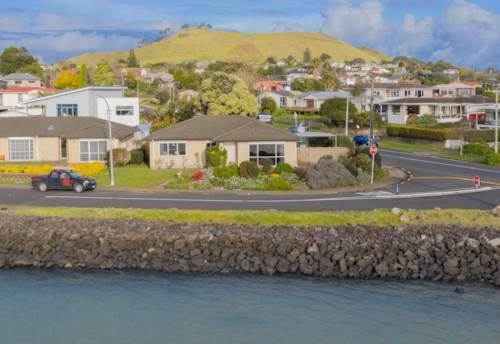 Mangere Bridge, ACROSS THE ROAD FROM THE HARBOUR, Property ID: 29002375 | Barfoot & Thompson