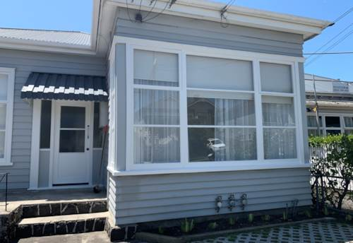 Mt Eden, MODERN TWO BEDROOM PLUS A STUDY IN HEART OF MT EDEN!!, Property ID: 29002402 | Barfoot & Thompson